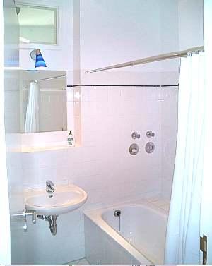 g nstige billige unterkunft hotel ferienwohnung berlin. Black Bedroom Furniture Sets. Home Design Ideas