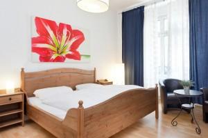 Die Günstige Ferienwohnung Im Friedrichshain Hat 2 Separate Schlafzimmern,  Ein Wohn/Esszimmer, Einen Kleinen Kinderschlafraum (Kammer Mit Fenster), ...