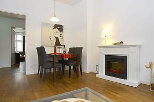 Großzügige 3 Zimmer Apartment In Berlin Mitte   Nr. 2315. Das Zentral  Gelegene Apartment Ist Ausgestattet Mit Zwei Separaten Schlafzimmern, Einem  Großem ...